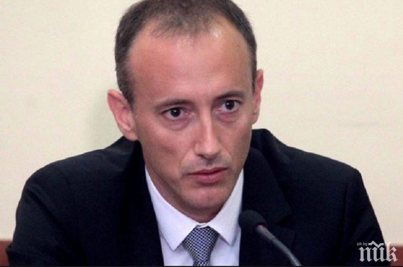 Министър Вълчев обмисля 15 дни извинени отсъствия по семейни причини