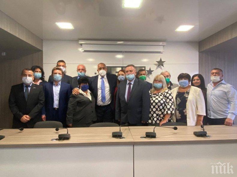 ПЪРВО В ПИК: Борисов посрещна спечелилите безапелационно кметове на частичните избори (ВИДЕО/СНИМКИ)