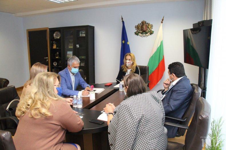 Вицепремиерът Николова обсъди възможности за насърчаване на пътуванията от пазар Русия