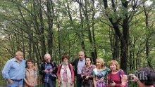 Премиерът Борисов с емоционална среща в гората (СНИМКИ/ВИДЕО)