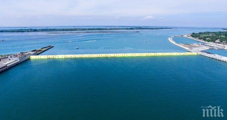 """Проектът """"Мойсей"""" спаси Венеция от наводнение"""