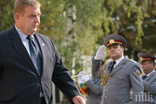 ПЪРВО В ПИК TV: Висши военни от специалните операции отдават чест пред паметника на героите-парашутисти (ОБНОВЕНА)