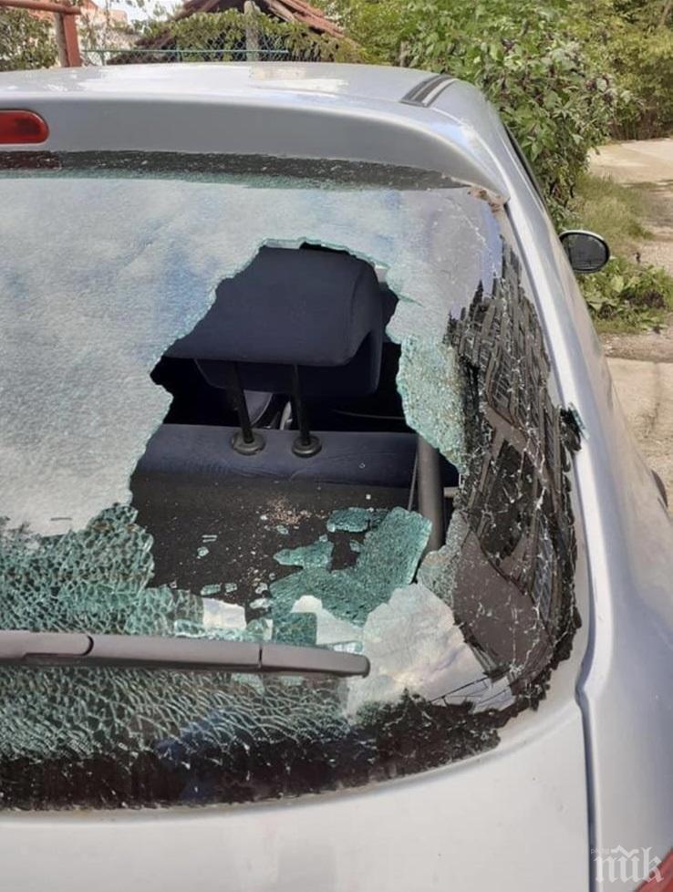 ИЗВЪНРЕДНО В ПИК: Брутална варварщина - потрошиха автомобила на кандидат-кмет от ГЕРБ в Плевенско