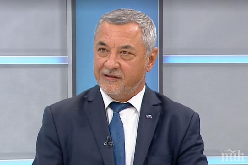 ЕКСКЛУЗИВНО В ПИК TV: Валери Симеонов дръпна конско на депутатите без маски