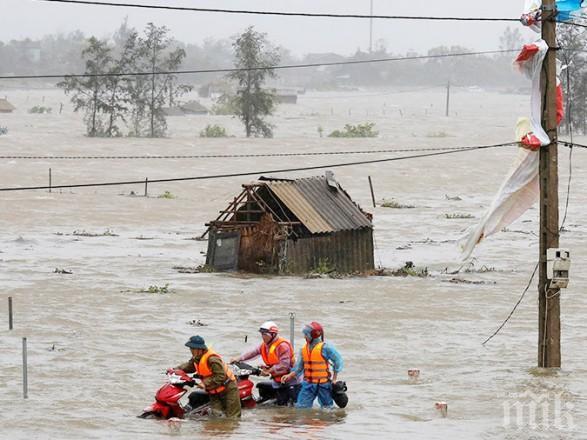 Наводнения във Виетнам взеха десетки жертви
