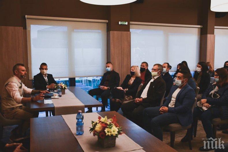 Депутатът от ГЕРБ Калин Вельов се срещна с културни дейци от Враца (СНИМКИ)