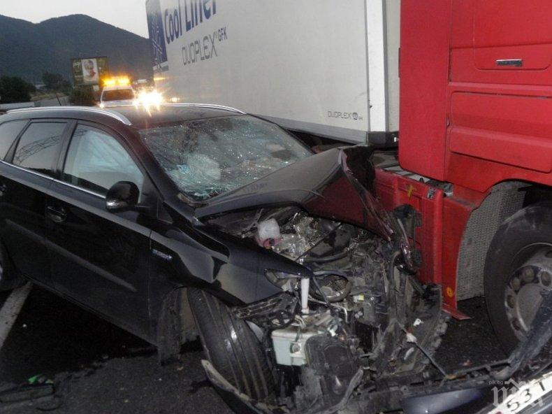 ТИР удари кола на един от входовете към Пловдив