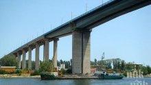 Възстановиха мантинелата на Аспаруховия мост, откъдето падна камионът убиец