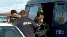 Спипаха каналджия с 11 мигранти в бус край София