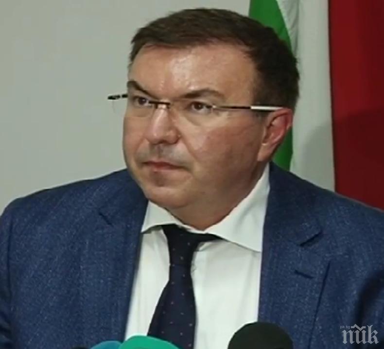 ПЪРВО В ПИК: Здравният министър Костадин Ангелов с отрицателен тест за коронавирус, остава под карантина