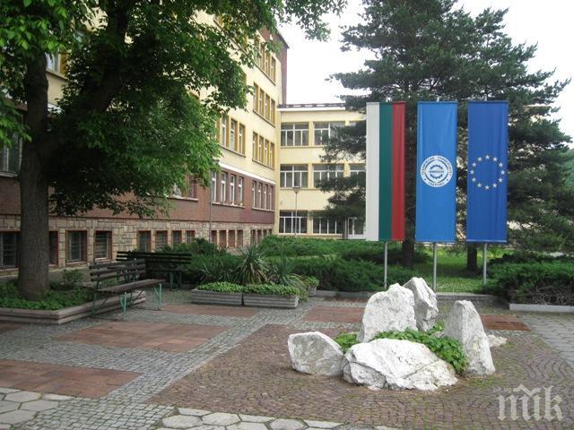Пореден университет преминава онлайн