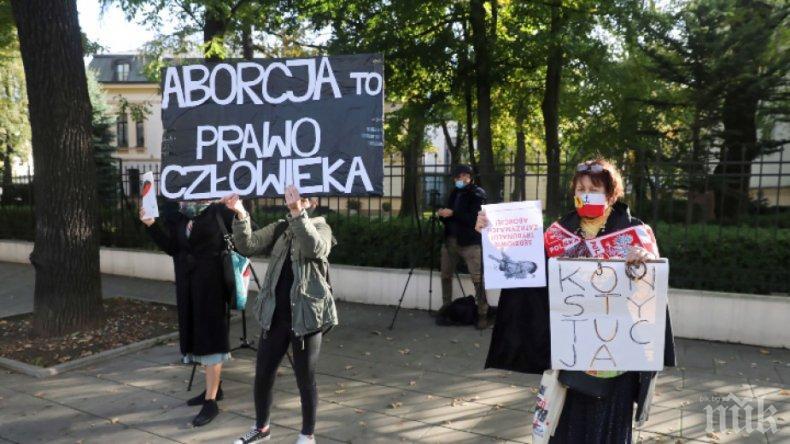 Полякините пренесоха протеста за абортите в църквите