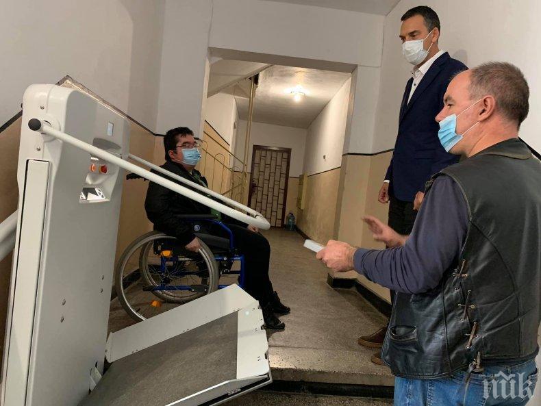 Кметът на Бургас доволен, показа как се обновяват блоковете за хората с увреждания (СНИМКИ)