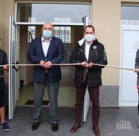 Министър Кралев откри волейболна зала във Враца (СНИМКИ)