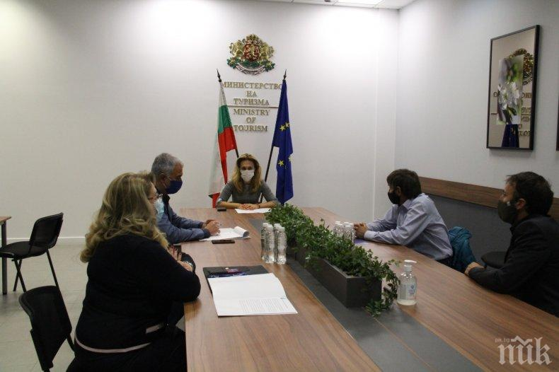 Вицепремиерът Николова разговаря с представители на Българската лавинна асоциация