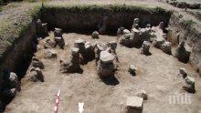 Археолози изкопаха близо 60 артефакта от селищна могила до Русе