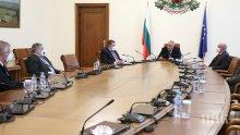 Премиерът Борисов на спешно съвещание с ген. Мутафчийски и щаба: Разчитам на хората – можем да бъдем по-дисциплинирани! (ВИДЕО)
