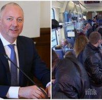 Росен Желязков скочи на нарушителите: Пътниците не носят маски, не можем да им сложим пъдари