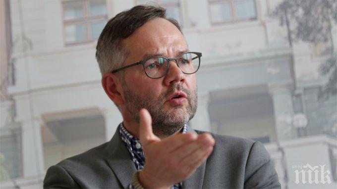 Михаел Рот: ЕС трябва да преразгледа идеята за ваксинационни сертификати