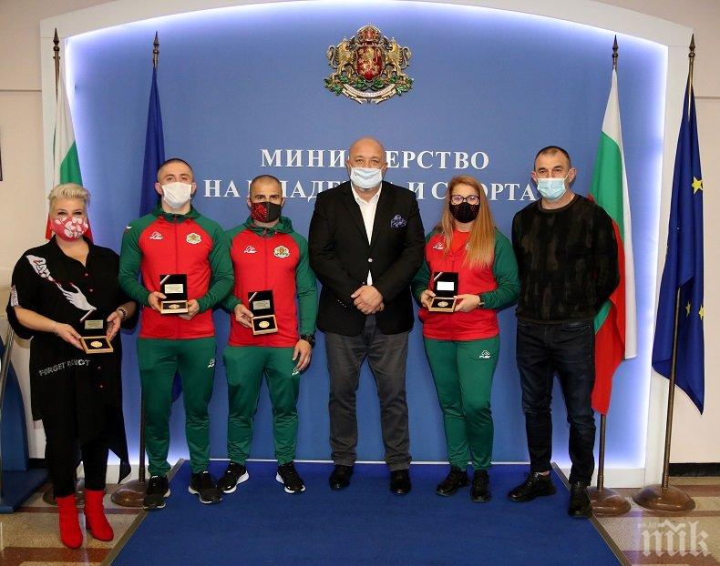 Кралев награди медалистите от световното първенство по самбо