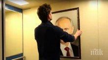 Руски общинар скъса портрета на Путин и си окачи Пушкин