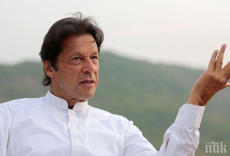 Недоволство: Масови протести засилват натиска над пакистанския премиер