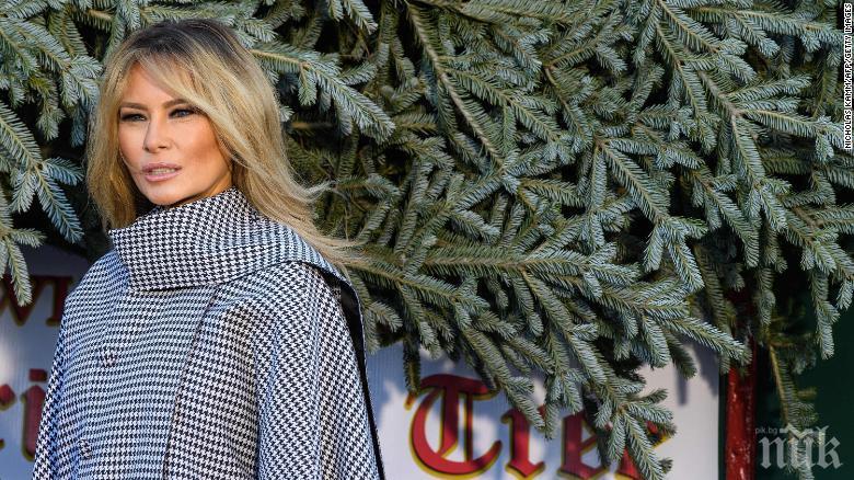 Мелания Тръмп посрещна коледната елха в Белия дом сама (ВИДЕО)