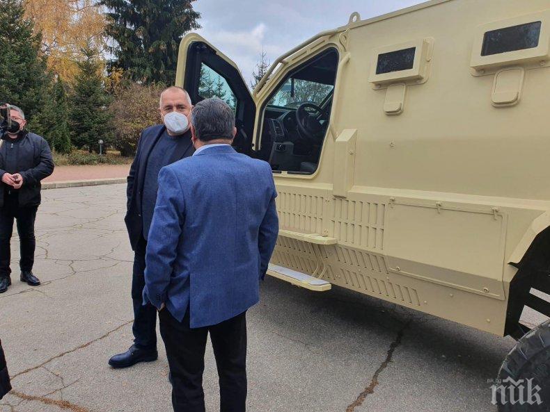 ПЪРВО В ПИК TV: Бойко Борисов на посещение в завод за военни коли: Важно е да работят хората, това им донася и психическо здраве, и пара (ОБНОВЕНА/ВИДЕО)