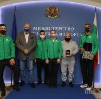 Кралев награди Ивайло Иванов за сребърния му медал от Европейското по джудо