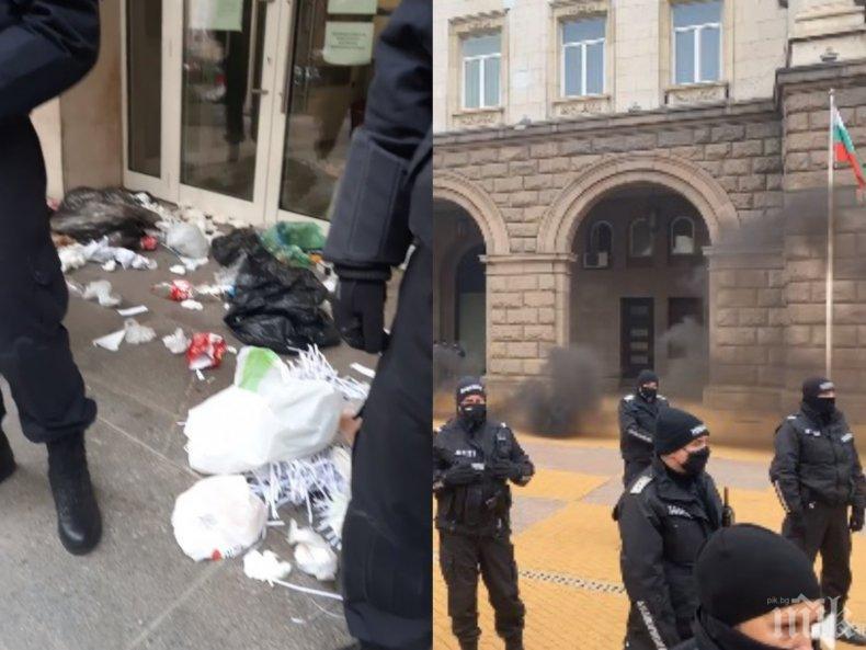 СИГНАЛ ДО ПИК: Пияни протестъри в среднощен екшън с мирни граждани - скочиха на столичанин след погром в частен вход (ОБНОВЕНА)