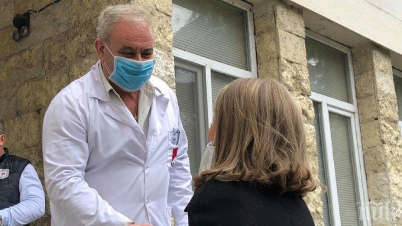 Две студентки влизат като доброволки в COVID-болницата на Пловдив