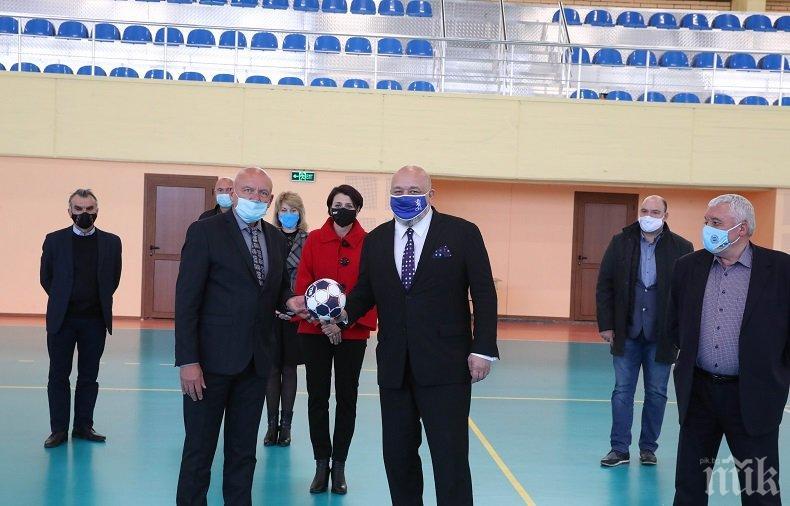 Кралев откри обновената зала по хандбал в НСА (СНИМКИ)