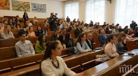 студентите искат присъствени изпити лекции втория семестър