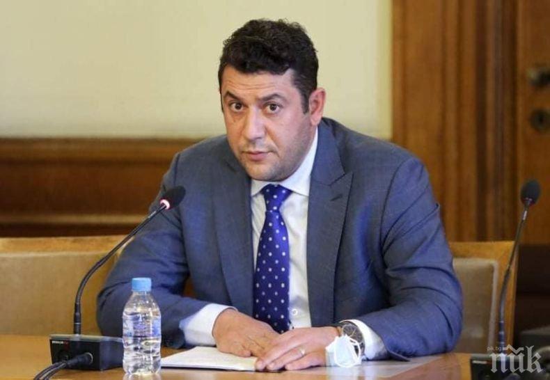 Актьорът-депутат Евгени Будинов: Минаваме през паметен момент. Правителството отпуска 270 млн. лева за култура, това е нечувано и невиждано
