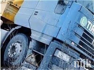 Аварирал чуждестранен ТИР затвори пътя Велико Търново - Русе