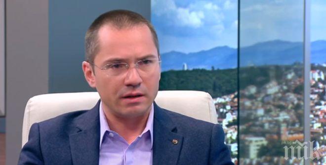 СТАВА НАПЕЧЕНО: Джамбазки алармира за безобразни нарушения на вота в Турция! Емисарки агитират пред секциите (СНИМКИ)