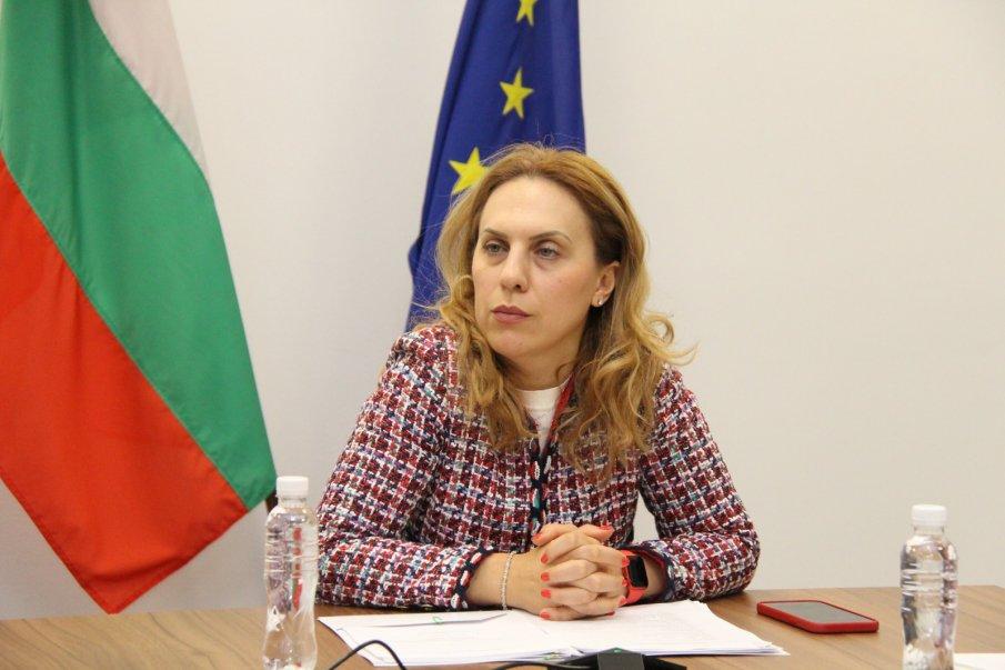 Вицепремиерът Марияна Николова: Призовавам работещите в туристическия сектор да се ваксинират