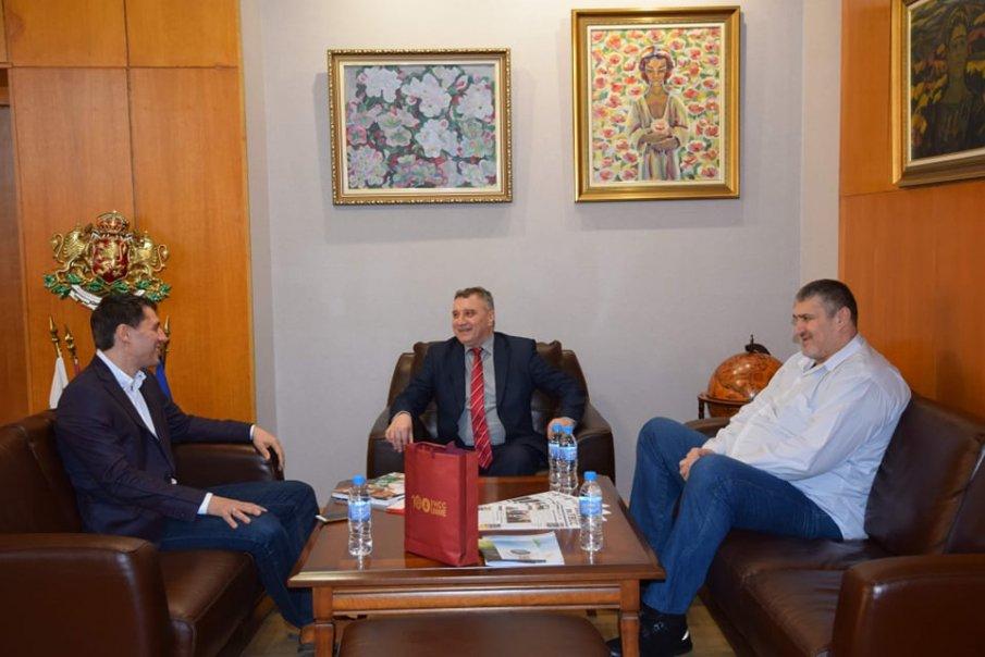Ректорът на УНСС се срещна с Любо Ганев и Кирил Евтимов