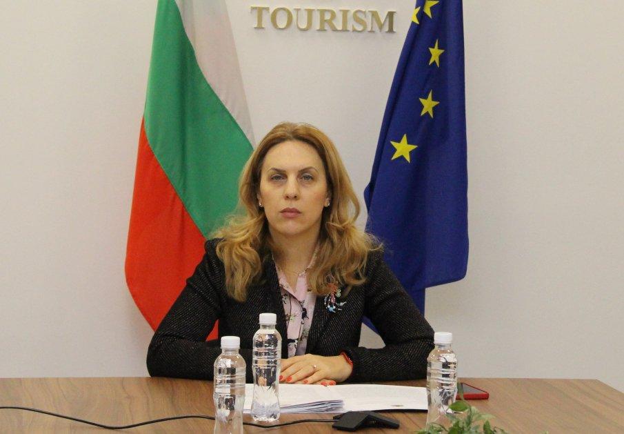 """Марияна Николова: Подкрепяме """"зелените коридори"""" за ваксинираните хора, без да се ограничават пътуванията и на останалите туристи"""