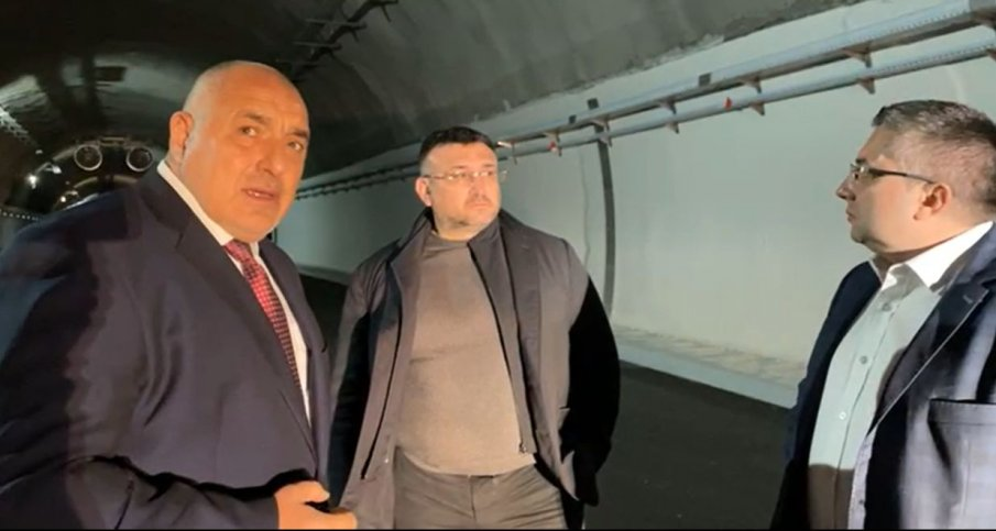 ПЪРВО В ПИК TV: Премиерът Борисов с инспекция на магистрала Хемус: Работниците са тук и днес, докато другите говорят, ние променяме България (НА ЖИВО/ВИДЕО/ОБНОВЕНА)
