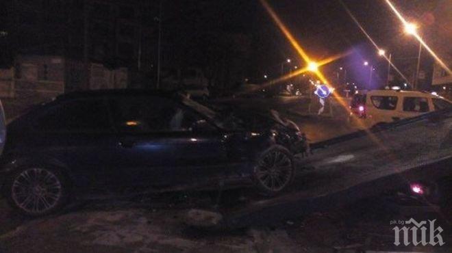 ОТ ПОСЛЕДНИТЕ МИНУТИ: БМВ и такси се помляха в Пловдив(СНИМКИ)