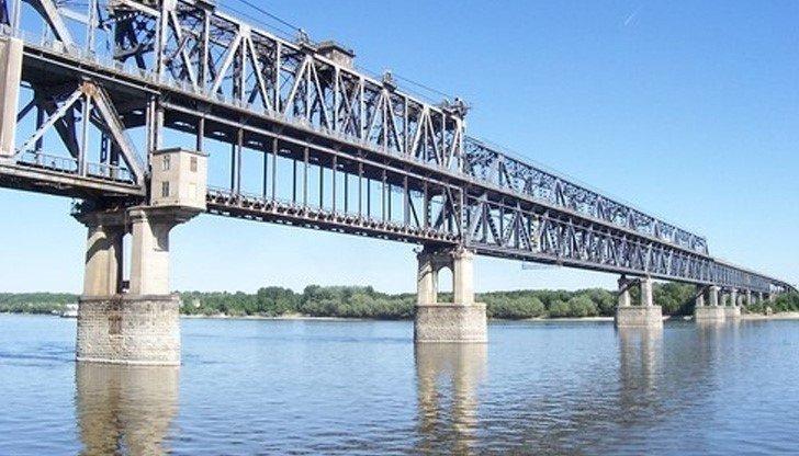 Спират минаването през Дунав мост при Русе за три дни вечерта