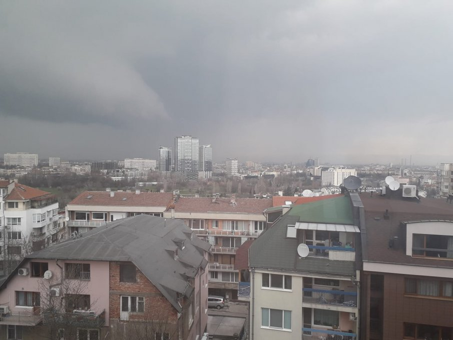 ПОТОПЪТ ИДВА! Мощна буря връхлита София
