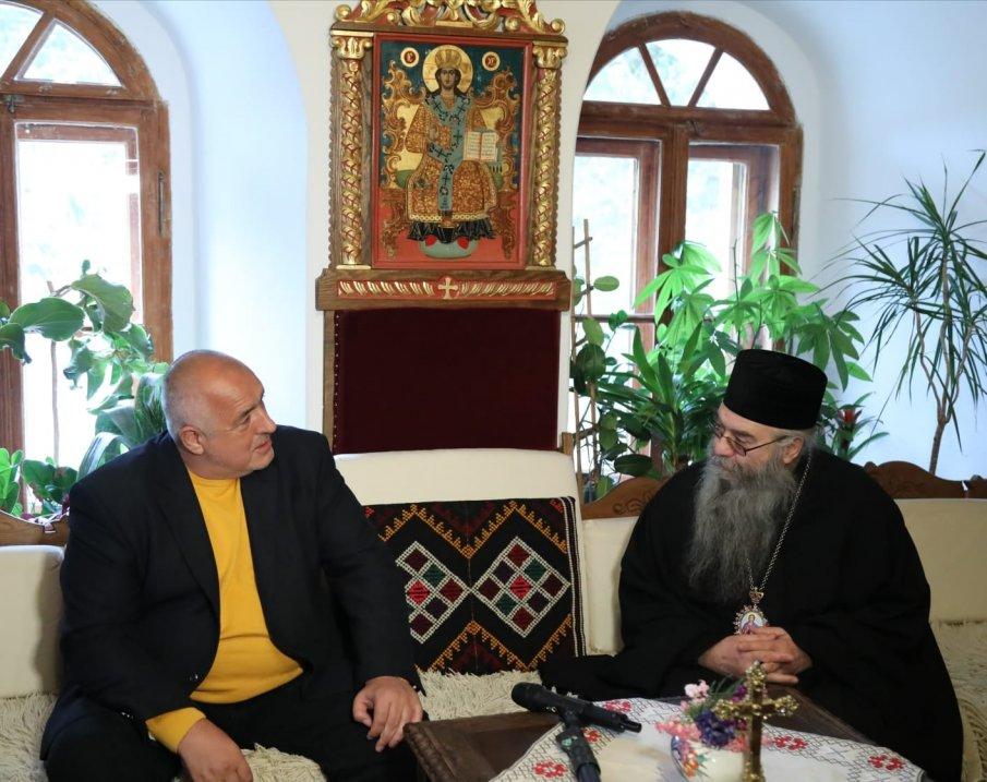ПЪРВО В ПИК TV! Премиерът Борисов в Рилския манастир: От 31 многомандатни района ние имаме спечелени 24, но си мълчим (ОБНОВЕНА/ВИДЕО)