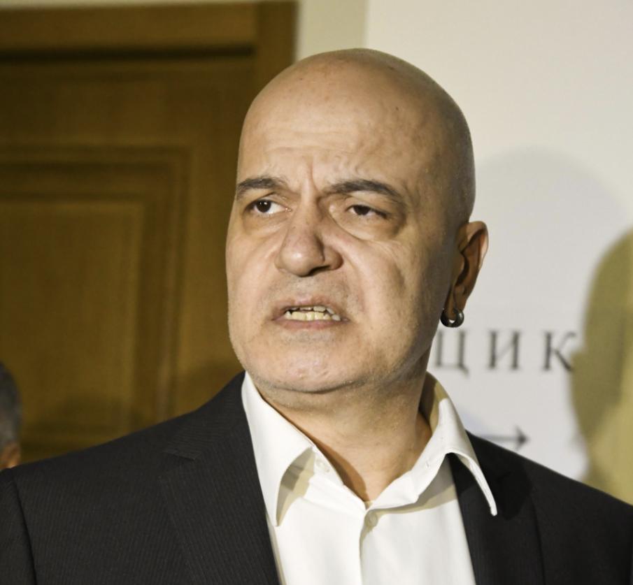 Слави Трифонов и карантинираните депутати ще говорят от екран в НС