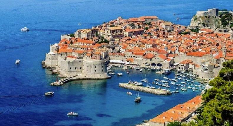 В Хърватия стартира масова ваксинация срещу коронавирус на служителите в туристическия сектор