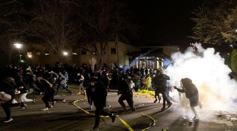 Кмет на град в Минесота уволни висш чиновник след убийството на афроамериканец