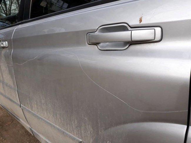 Брутално посегателство върху паркирани коли в столичен квартал