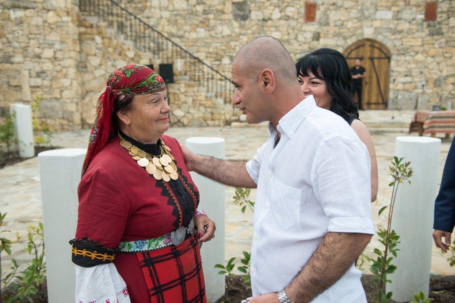 Родолюбиви нашенци предложиха за българско гражданство създателя на Двор на кирилицата