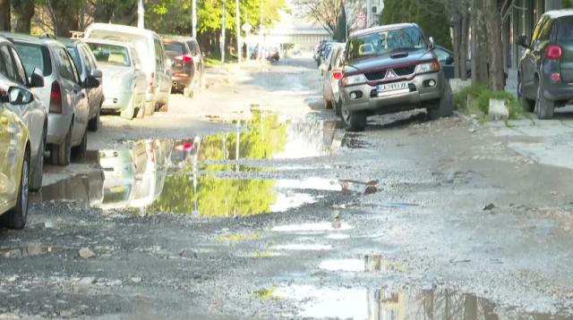 Пореден инцидент с пропаднала кола в необезопасена шахта в Пловдив